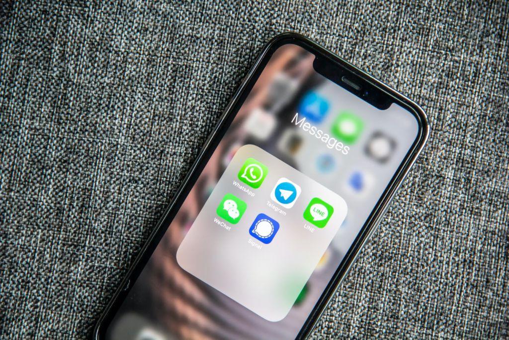 tela inicial do celular com logo do WhatsApp