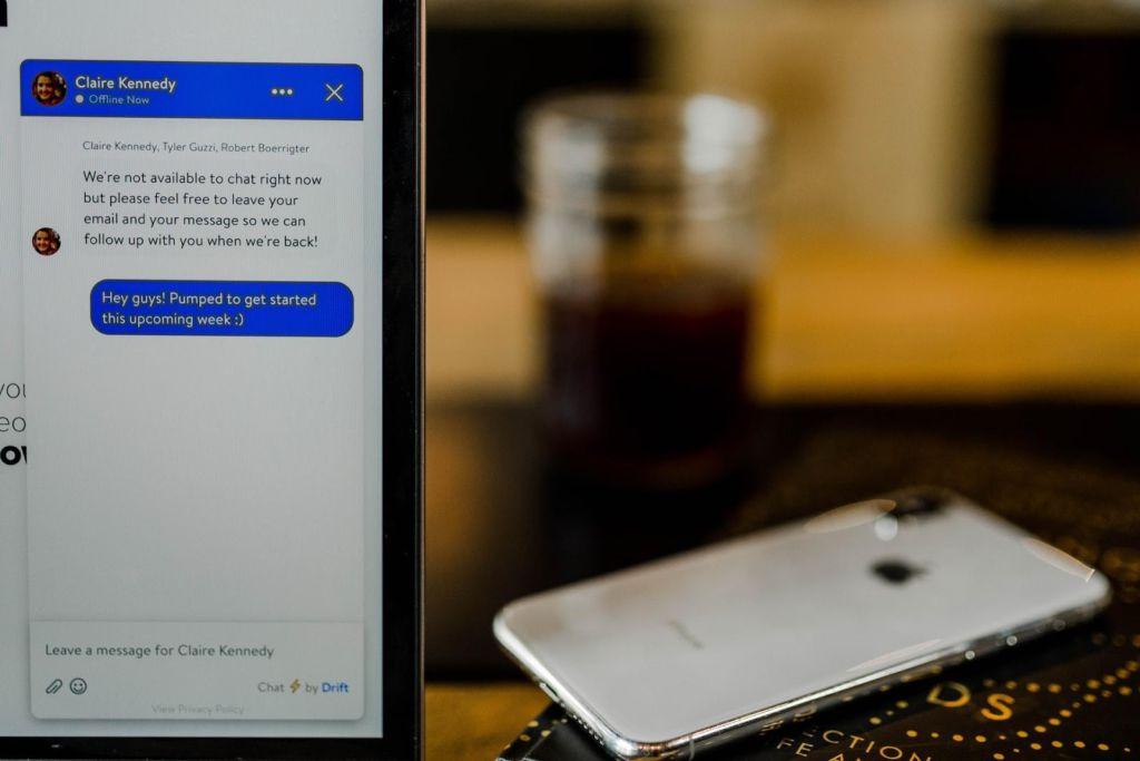computador com chatbot